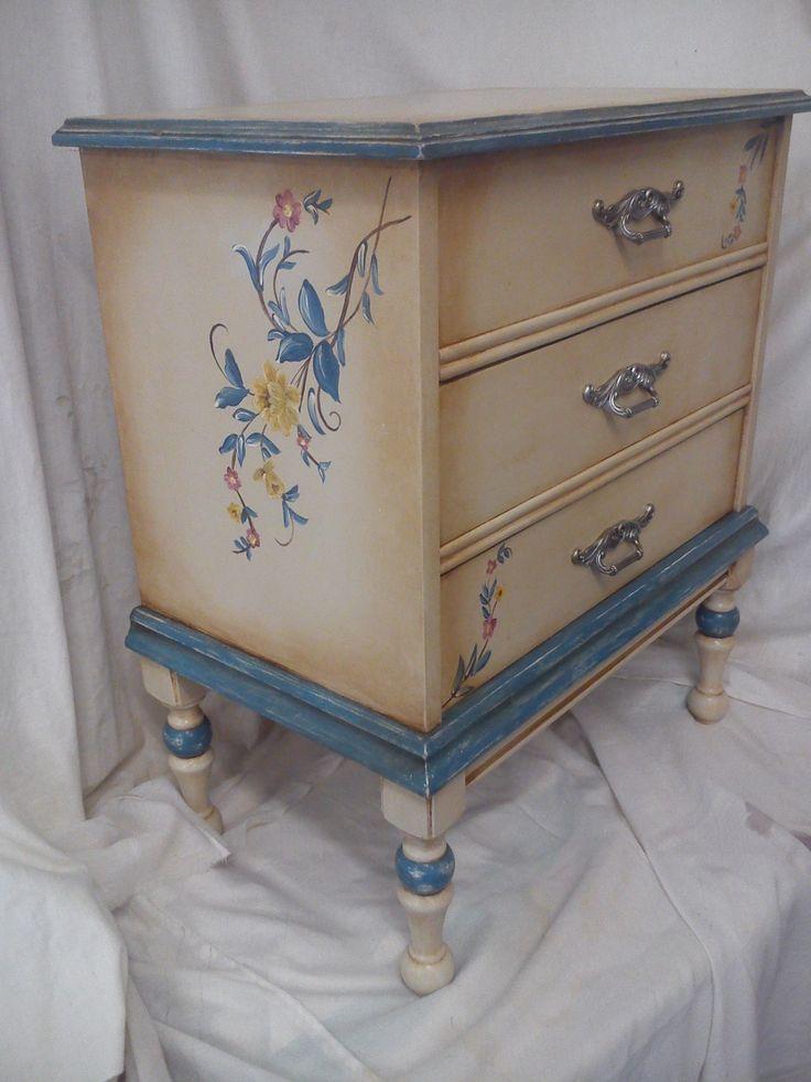 M s de 1000 ideas sobre mesas pintadas en pinterest - Muebles decorados a mano ...