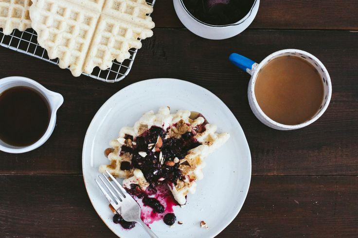 Waffles veganos con compota de arándanos y cerezas | eHow en Español