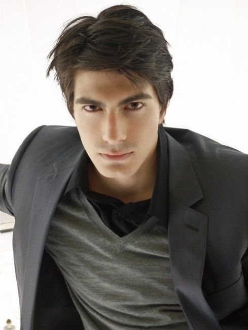 New entry into the cast of the third season of Arrow. Brandon Routh, the former Superman of Superman Returns, will play another DC Comics superhero: Atom/Ray Palmer. According to speculations, Routh will appear in 14 episodes and her character will be romantically linked to Felicity Smoak.