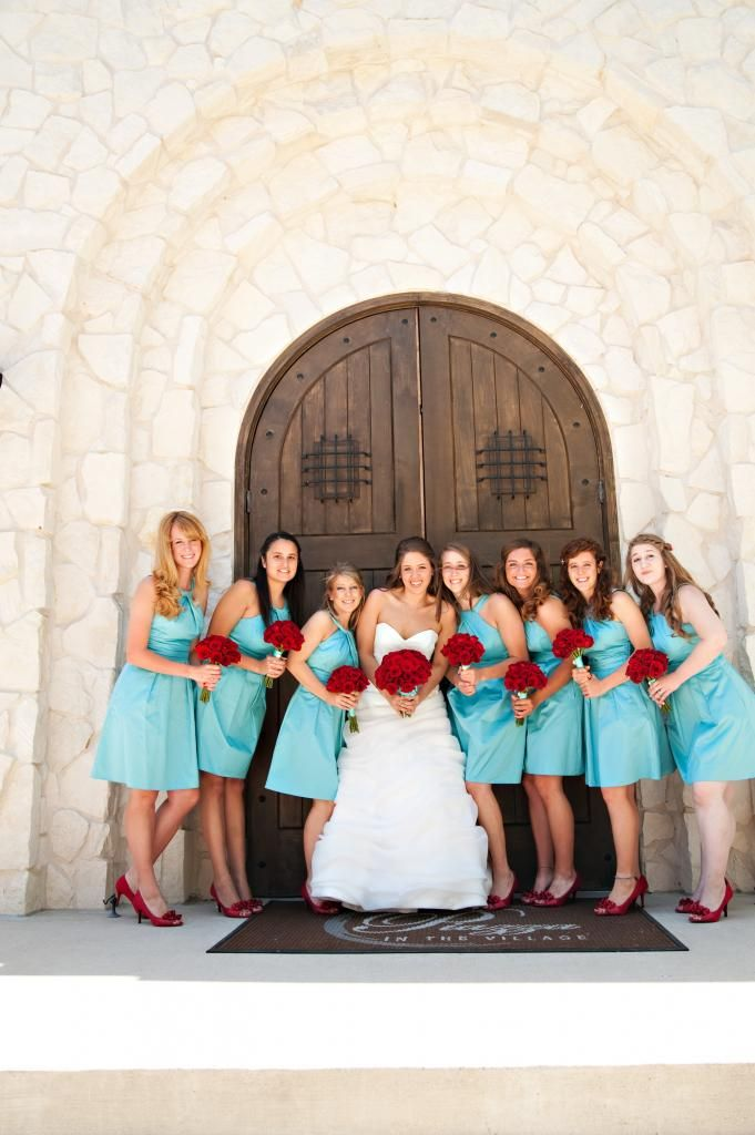 This is super cute wedding day pics!!! This is exactly how i would love to see my best friends with me with aqua and red, aqua for my boys... red for me!! :)