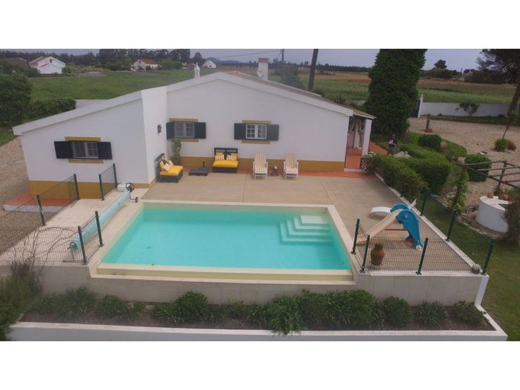 PORTUGAL Beautiful villa in Longueira, Odemira, with 5 bedrooms, large living room and dining room, two bathrooms, kitchen and entrance hall. It has a
