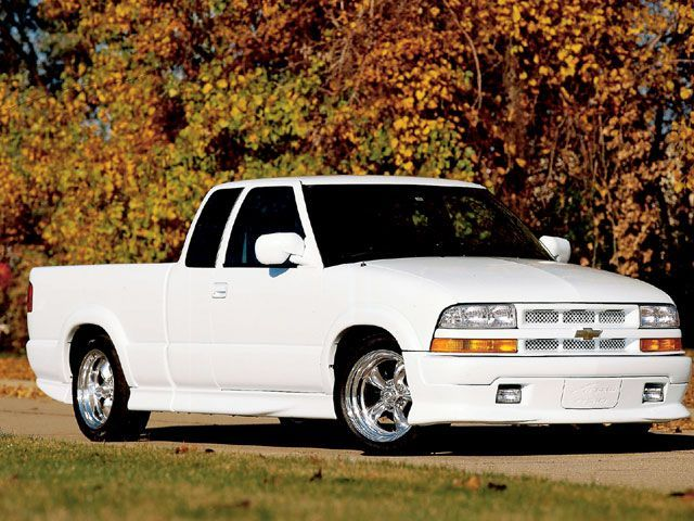 http://image.sporttruck.com/f/9973345+w750+st0/0405st_01_z+2003_chevy_s10+front_bumper_view.jpg