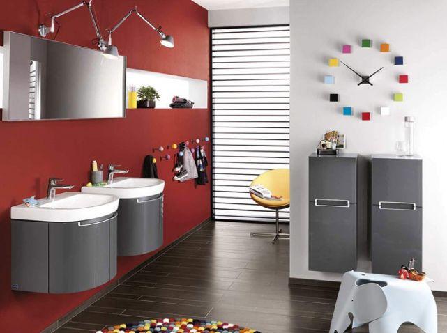 Salle de bains grise et rouge villeroy boch