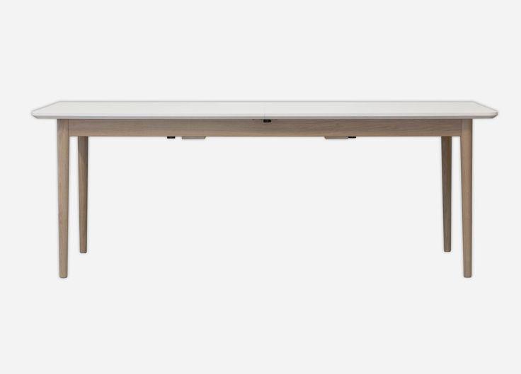 Firkantet spisebord, som fås med både hvidt, sort eller antracit laminat kombineret med bordben i egetræ eller malede - Vi har sammensat 6 flotte varianter