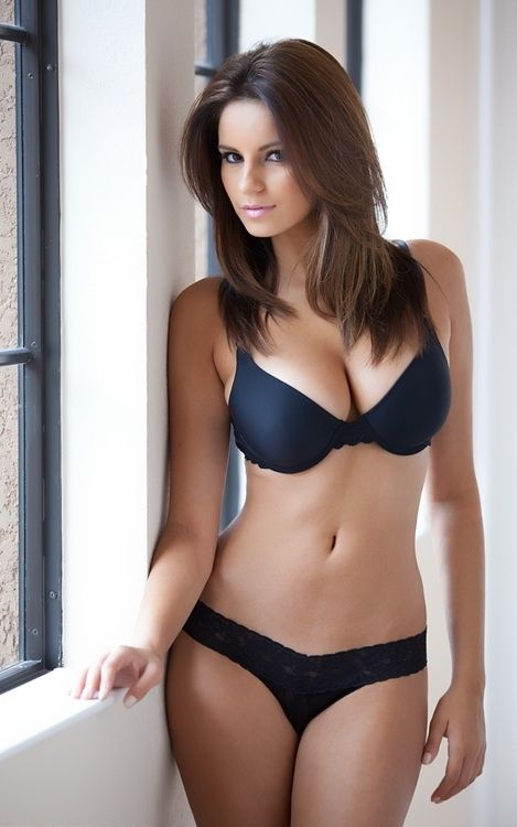 Nicci Pisarri Measurements: 32D-25-33 Age: 23 From: Florida