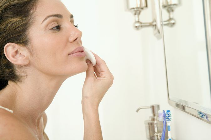 About Rubbing Alcohol on Acne Skin