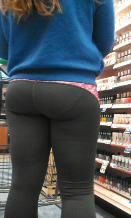 Thick booty and VPL cr...