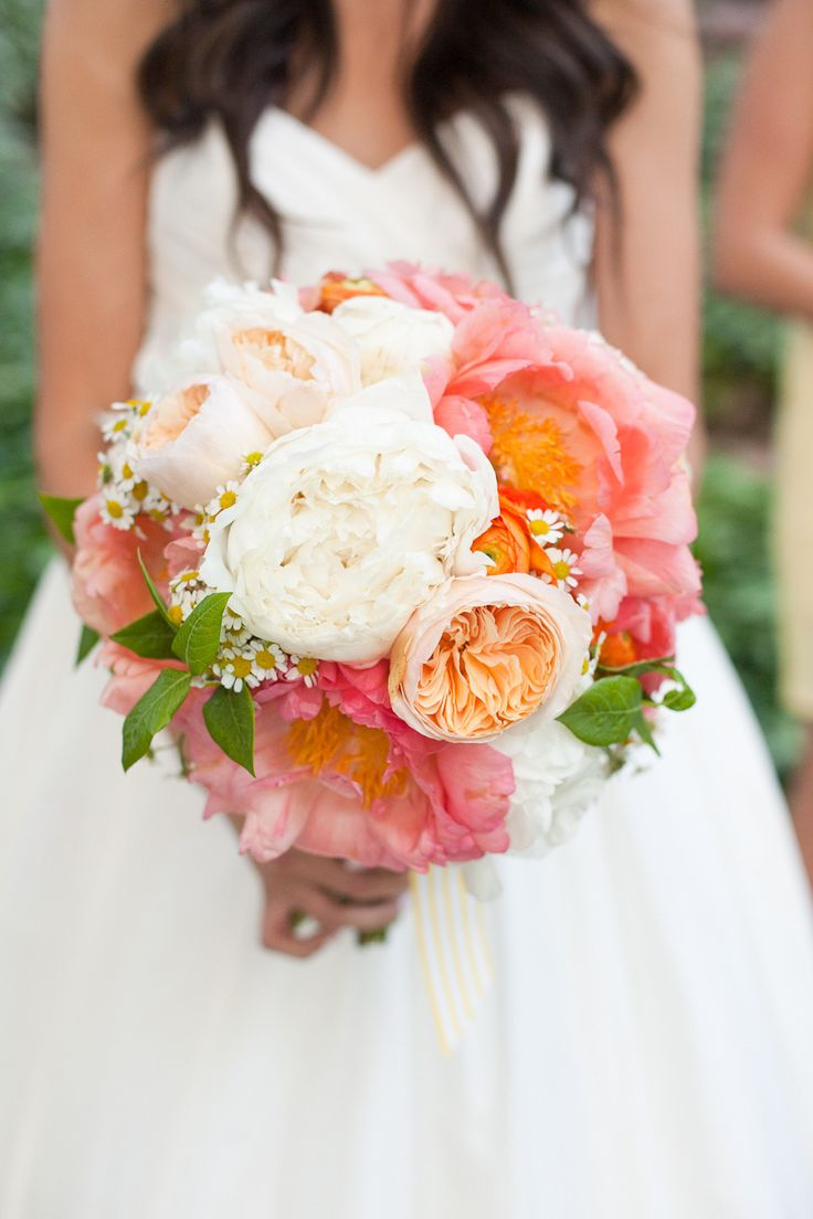 Garden rose and #peony packet #bouquet...yes, please! | Photography: http://anniemcelwain.com | Floral Design: http://brownpaperdesign.com