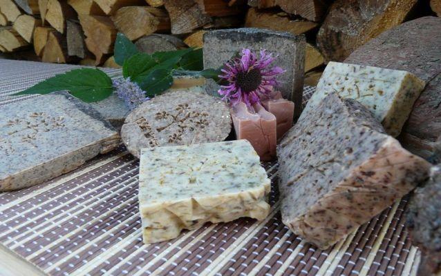 Bylinné mýdlo s bylinkami z vaší zahrady