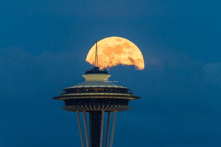 Luna şi Acul Spaţial 44 - Seattle, statul Washington, SUA