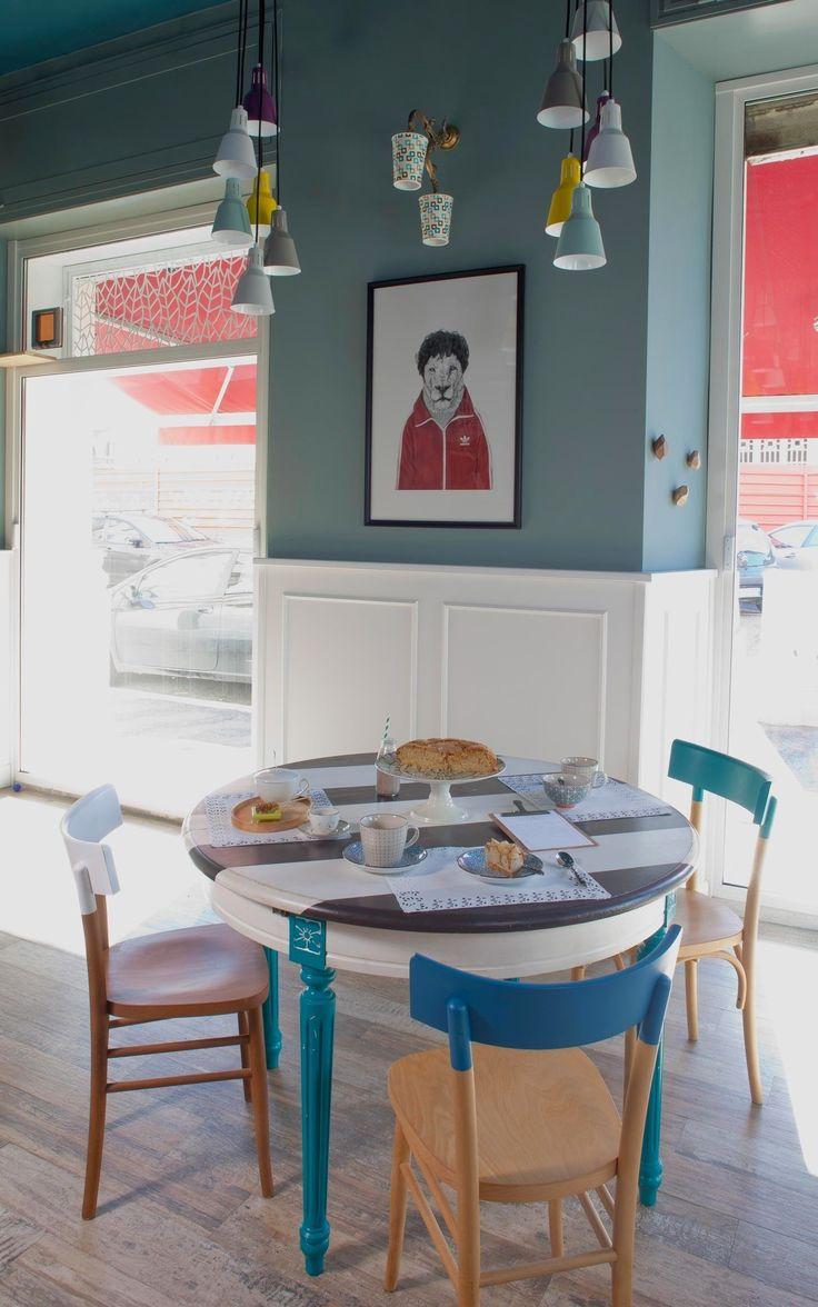 Romeow Cat Bistrot в Риме — это современное кошачье кафе, ставшее новомодной тенденцией в Европе. Гостям бистро предлагают отведать веганские и сыроедческие закуски и десерты в компании шести котов, живущих в заведении. Большие окна наполняют помещение кафе солнечным светом с раннего утра и до об...