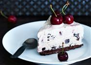 Islagkage med kirsebær og chokolade