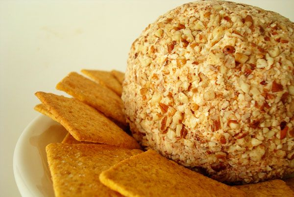 The Best Cheeseball via @melskitchencafe