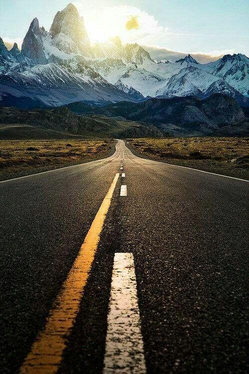 Estrada em Mendoza, na província de mesmo nome, Argentina.