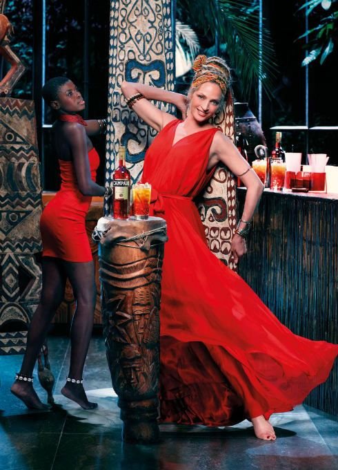 Uma Thurman protagoniza el Calendario Campari 2014 vestida de Stella McCartney, Pucci y Versace
