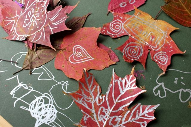 Leaf drawing and doodling with metallic sharpies - A fun and crafty way to celebrate Autumn!