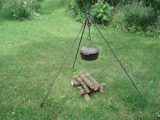 Un trépied pour un feu de bois