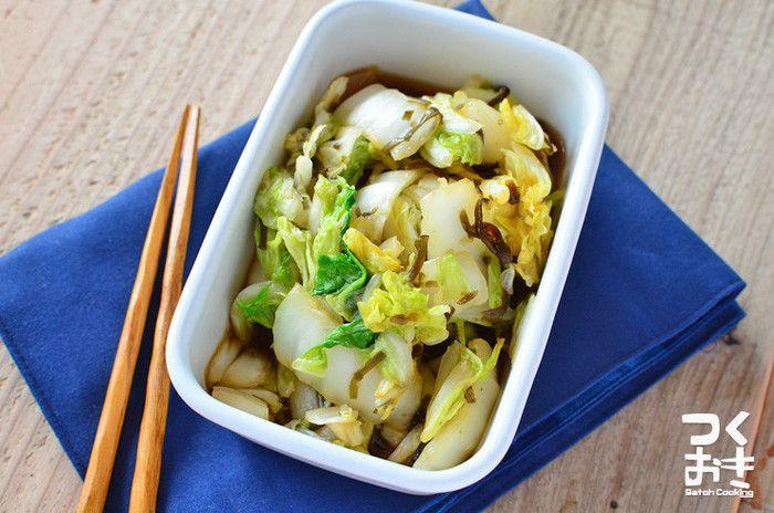 白菜は葉の部分を使うと緑のおかずに、根元の方を使うと白いおかずになります。たっぷりの白菜で即席漬けを作っておいて、足りない色味を見ながら、お弁当に使う部分を決めるのもいいですね。