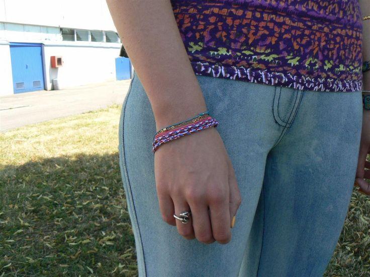 Jeanne porte le bracelet tressé DMC