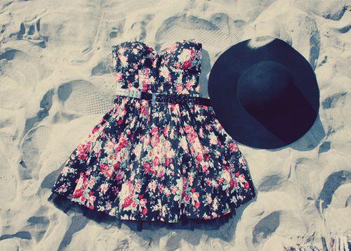 Well, this is cute.: Summer Dresses, Dreams Closet, Fashion Stylin, Summer Lovin, Du Fashion, Dreams Wardrobes, Flowers Dresshat, Floral Dresses, Sun Hats