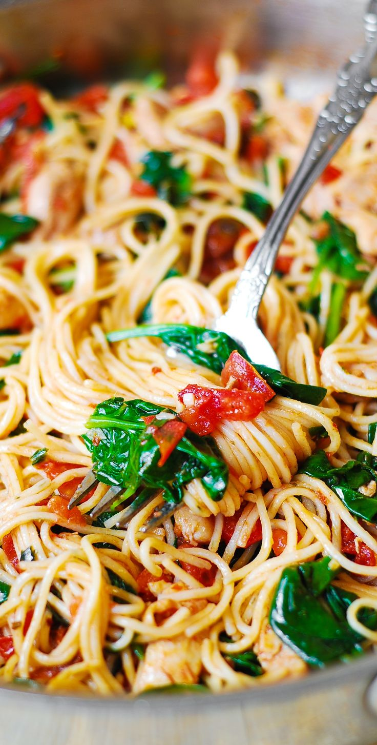 Tomato Basil & Spinach Chicken Spaghetti – healthy, light, Mediterranean style dinner.