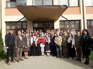 Bacăul economic: Elevii din Moinești cinstesc Unirea Basarabiei cu ...