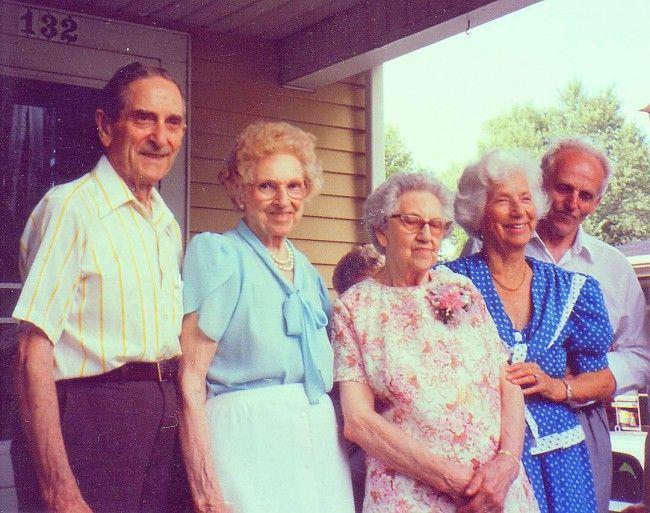 Fridolf Pearson med fyra syskon vid Linneas 90-årsdag 1994. På bilden Fridolf, Ingeborg, Linnea, Signe och Gösta. Alla utom Gösta hade emigrerat till USA.