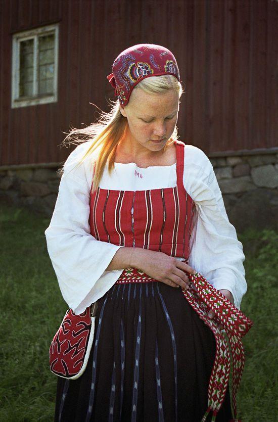 Folkdräkt med tillhörande kjolsäck. Delsbo. Hälsingland, Sweden.
