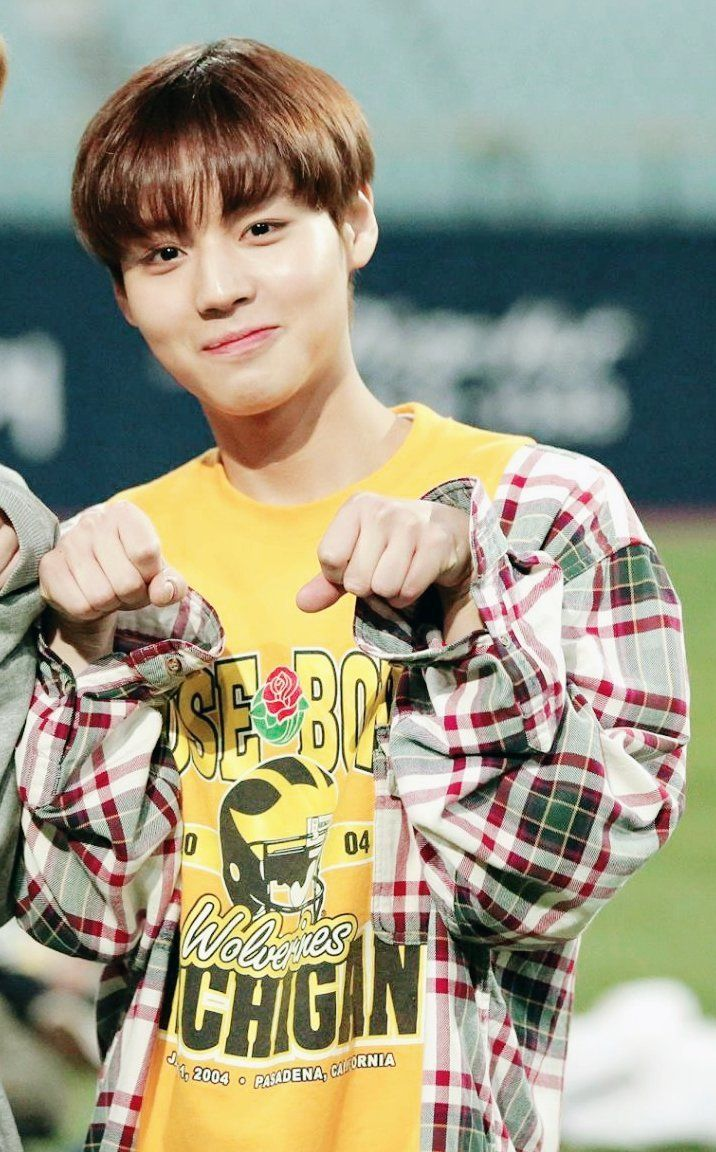 [jihoon] HE'S SO CUTE MY BIAS AWWWWWW  pinterest @gabieshii ; instagram @gabieshii