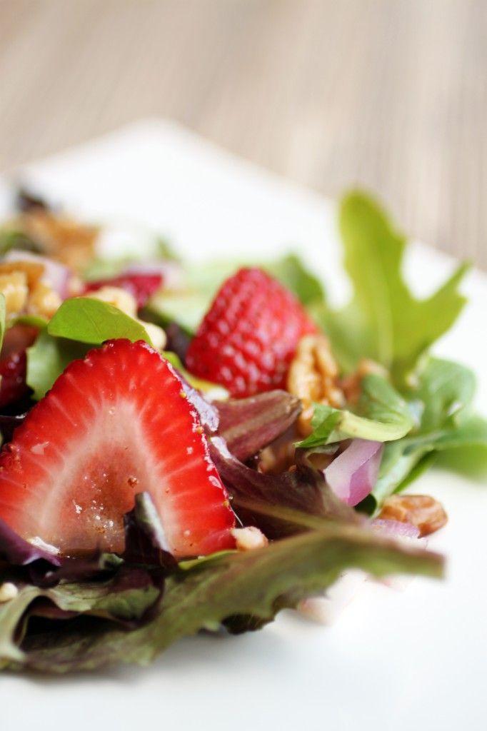 ヴィーガンのレシピ | 海外レシピ専門サイト『世界のキッチン』 イチゴとくるみのサラダ