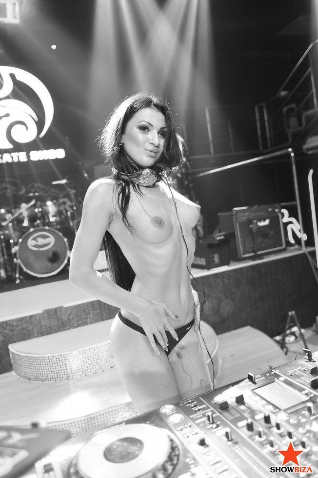 Фото 146 из / Комментарии - PERFOMANCE - ФОТОГРАФИИ - TOPLESS DJ KATE SHOO (Екатерина Шлюндт) - Showbiza.com/ua