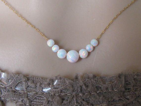 Opaal ketting, mooie ketting in goud gevuld Witte opaal bal  Minimalist, discrete, zeer trend, eenvoudige ketting, ketting elke dag  Verkrijgbaar in zilver en goud gevuld  Lengte van de ketting is 16  Opaal kralen: 5mm, 4mm, 3mm  Opaal bal verkrijgbaar in blauw, wit en roze  ////////////////////////////////////&#x2F...