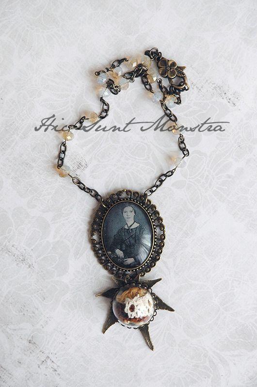 Emily D. - collana vintage retro poetica con teca di fiori secchi e pizzo su grande foglia in bronzo- : Collane di hic-sunt-monstra
