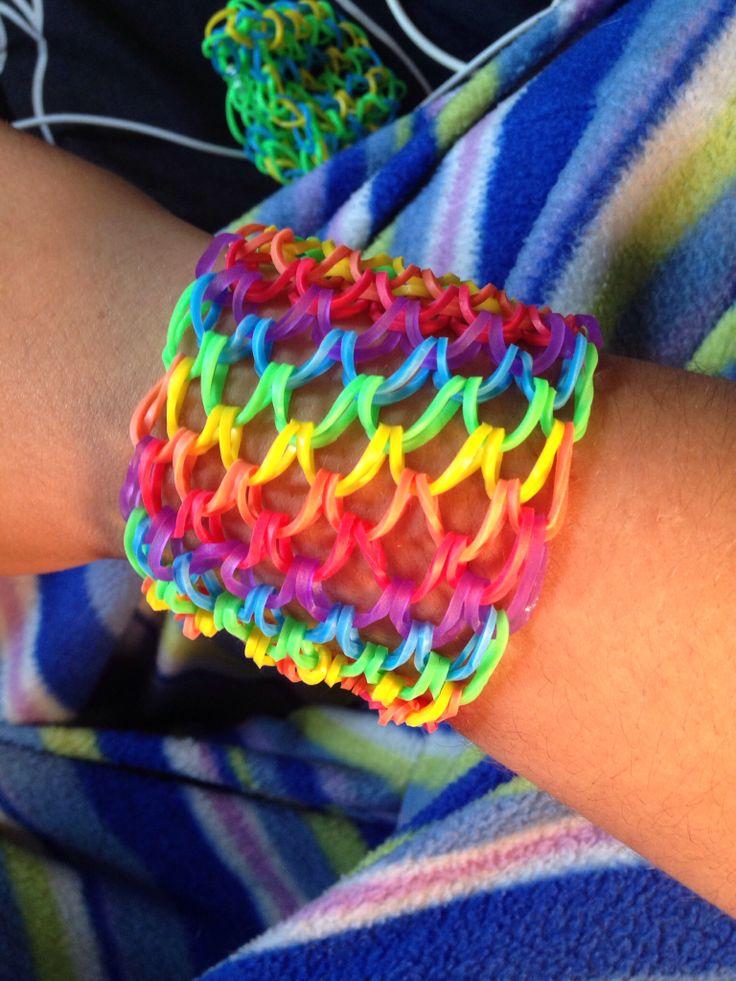 my rainbowloom creation <3