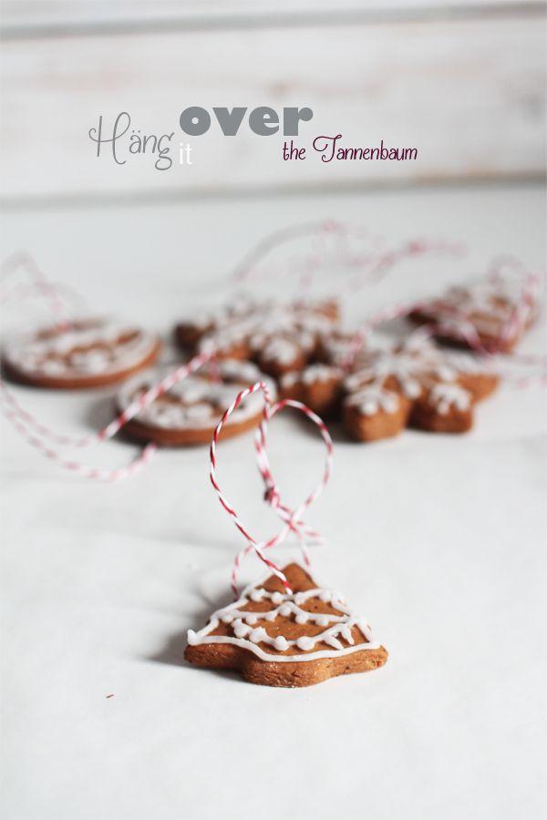 Gingerbread cookies on strings -  Pepparkakshängen