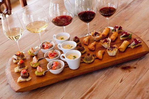 We love food & wine pairings! What a great looking wine tasting presentation