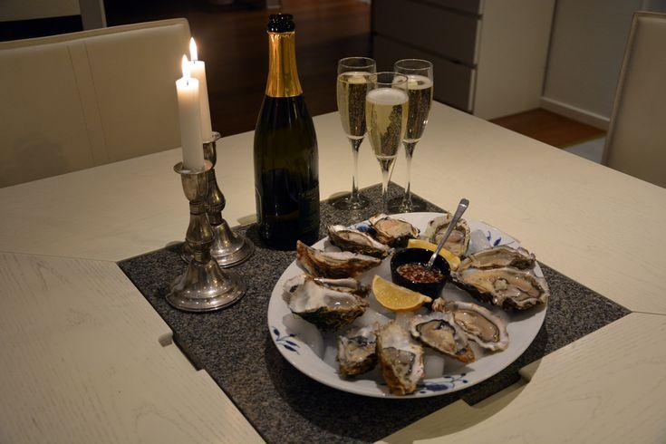 Server Østers Naturel derhjemme - det er super hyggeligt på en fredag aften: Hvordan åbner man østers i 5 lette trin og opskrift på klassisk fransk dressing