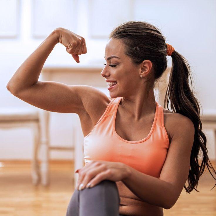 Neben Beinen, Bauch und Po gibt es eine Problemzone, die Frauen besonders im Sommer zu schaffen macht: schlaffe Oberarme. Damit die wieder schön straff werden...