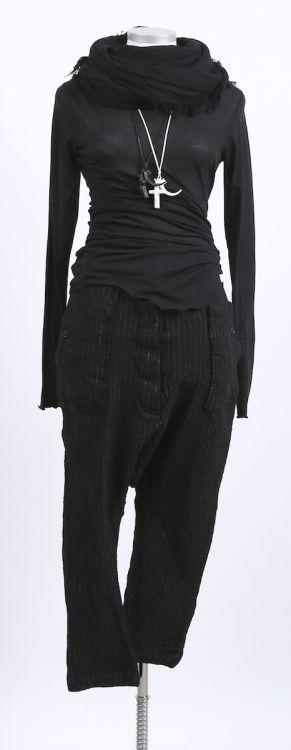 rundholz - Hose mit Falte black pinstripe - Winter 2016 - stilecht - mode für frauen mit format...