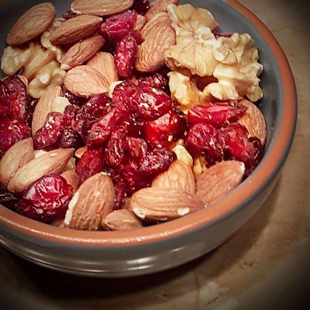 Ein wunderbarer Energiespender: #Cranberries #Mandeln #Baumnüsse #healthyfood #vegetarisch #vegi #foodlover