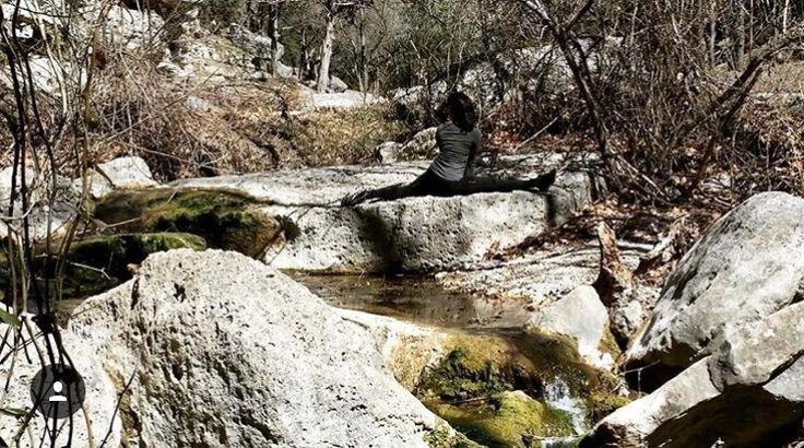 HANUMANASANA | MONKNEY POSE. Wonder if you can spot me... #Asana #Namaste #YogaPlay #Yogi #YogaChallenge #Strength #YogaFlow #PracticeAndAllIsComing #IGYoga #Yoga #Flexibility #YogaEveryday #Fitness #YogaEverywhere #Balance #YogaPractice #YogaInspiration #Practice #YogaLife #CrazySexyYoga #YogaLove #Yogini #YogaJourney #SelfTaughtYogi