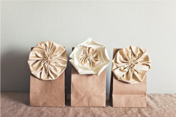 REINVENTED {PAPER BAGS}  12 crafts: Brown Paper Bags, Gifts Bags, Idea, Fabrics Flower, Brown Bags, Gifts Wraps, Favors Bags, Silk Flower, Diy Projects