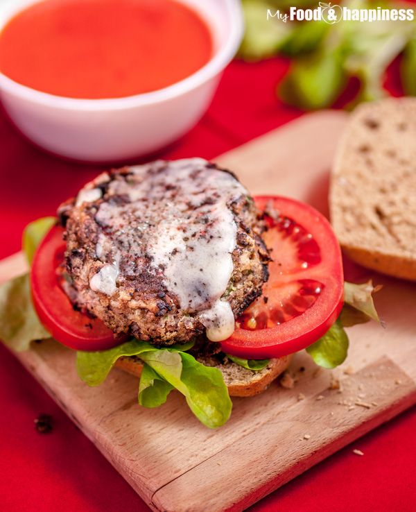 Simple and delicious vegetarian red kidney bean burgers. These veggie burgers are full of flavour and high in protein and will deceive any meat-lover!