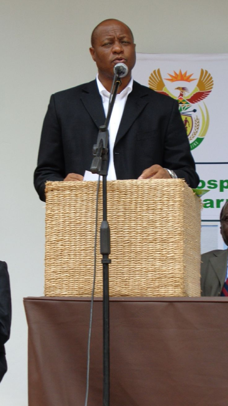 ENVIRONMENTAL MONITORS DAY - 2 Dec 2013 -  The Limpopo MEC, Mr Charles Sekoati, welcoming the DM to the event