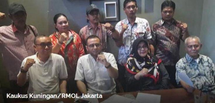 Jokowi Dianggap Gagal Urus Negara dan Bikin Rakyat Semakin Susah  KONFRONTASI - Pemerintahan Jokowi telah membuat hidup rakyat semakin susah. Hal ini terjadi lantaran banyak kebijakan ekonomi yang tak berpihak pada rakyat kecil. Begitu disampaikan Meilda Pandiangan aktivis 98 yang tergabung dalam Kaukus Kuningan Jumat (7/7).  Dikatakan Meilda saat ini Pemerintahan Jokowi tak bicara mensejahterahkan rakyat tapi lebih banyak pada bicara defisit anggaran. Misalnya pencabutan subsidi diberbagai…