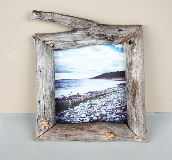 DIY beach wood picture frame. Put your favorite family picture in it and you have the perfect gift.