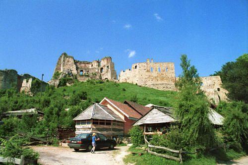 Odrzykoń, Zamek Kamieniec z końca XIV wieku, którego dzieje były inspiracją do napisania przez Fredrę Zemsty