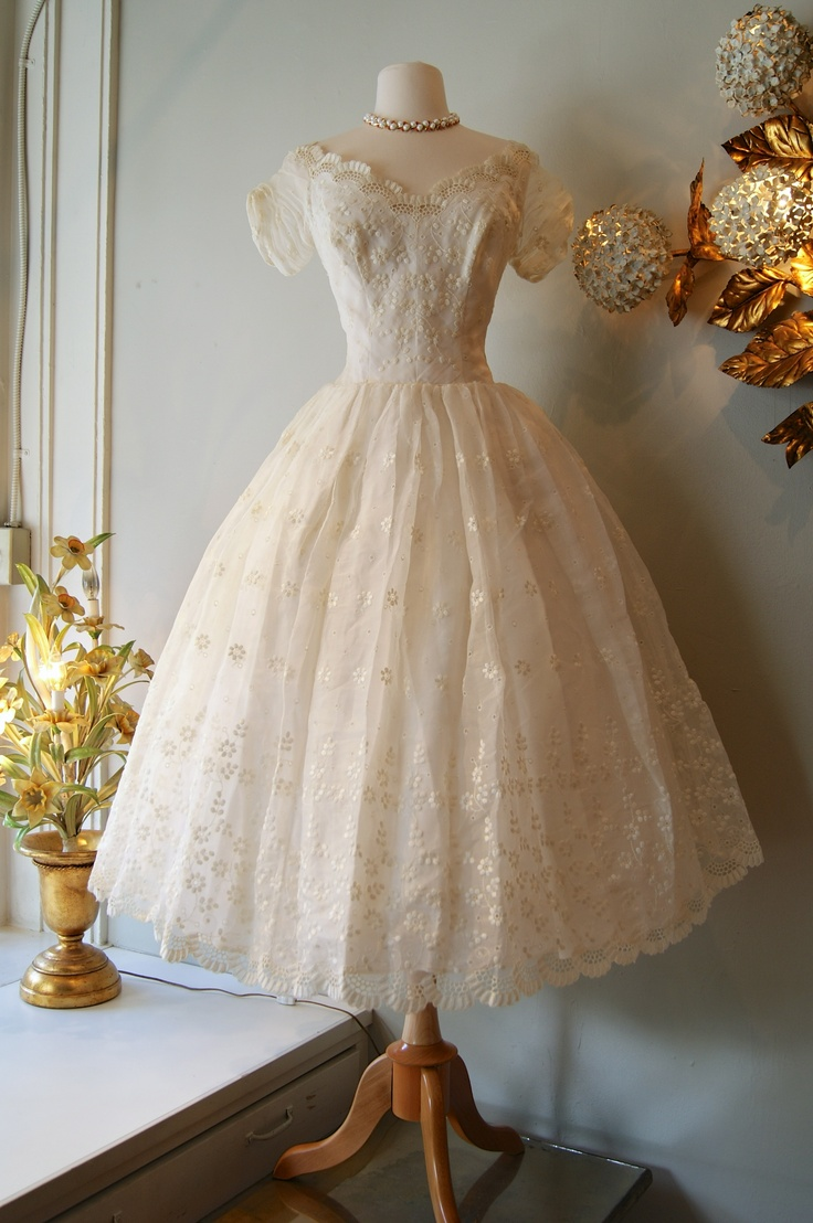 ~1950's cotton eyelet wedding dress~
