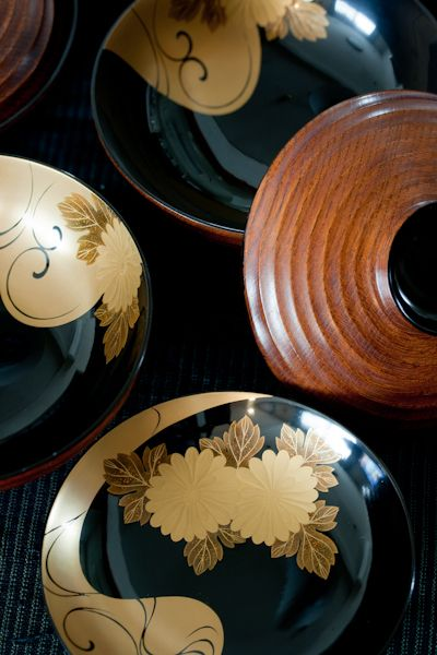 --- aesthetic inspiration --- japanese lacquerware --- dark shadows & gold relief & detail