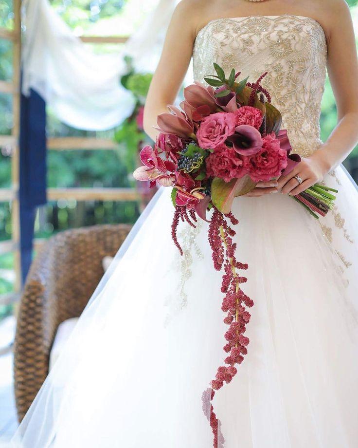 . #お色直し にも白いドレスを選ばれた花嫁 . 白いドレスは#花嫁 だけの特別な色です . そしてドレスが白いからこそ 好きな色雰囲気ボリュームの#ブーケ を持つことができます# . . #tiarawedding1995 #amboel#bouquet #岡山花嫁#岡山式場#岡山結婚式#プレ花嫁#結婚式準備#プロポーズ#ウェディングブーケ#クラッチブーケ#おしゃれ花嫁 #おしゃれなブーケ#オリジナルウェディング#ウェディングプランニング#2018春婚#2018秋婚 #ウェディングプランナー#ウェディングフラワー#結婚式#結婚式場###